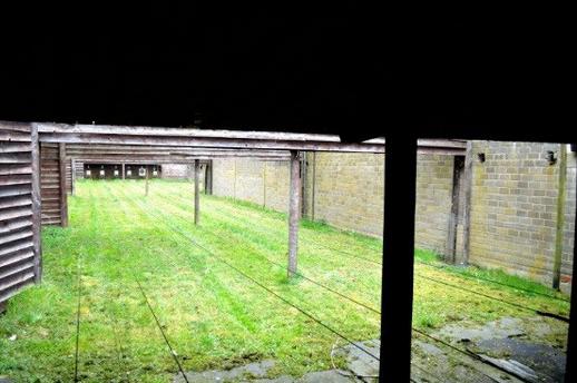 zu sehen ist ein Schießstand im Außenbereich am Schuetzenhaus Bous