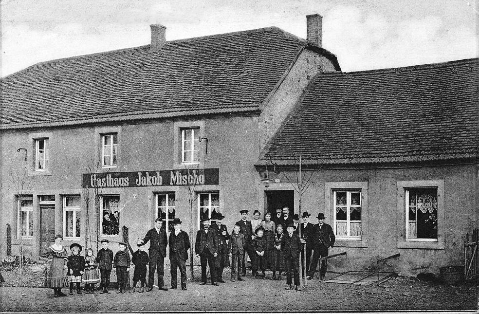 zu sehen ist ein altes Foto des Gasthauses