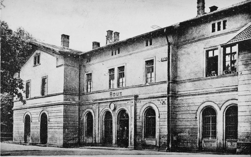 zu sehen ist ein altes Foto vom Bahnhof Bous