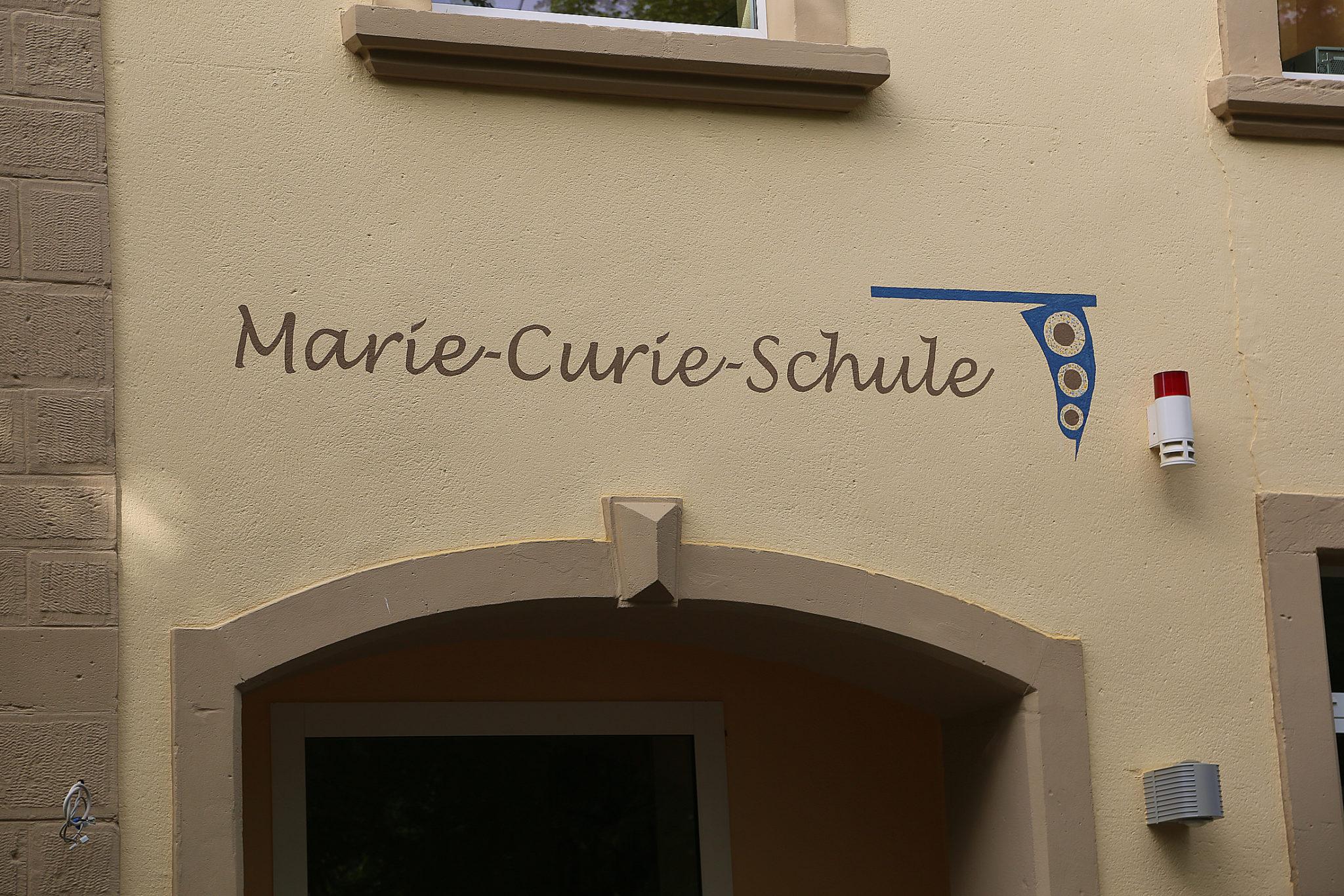 zu sehen ist der Schriftzug der ehemaligen Marie Curie Schule