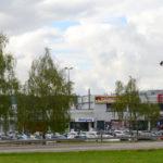 zu sehen ist das Einkaufcenter Bous aus gegenüberliegender Sicht des Aldi-Zentrallagers