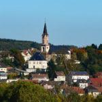 zu sehen ist die Gemeinde Bous aus Wadgasser Sicht mit der katholischen Kirche in der Mitte