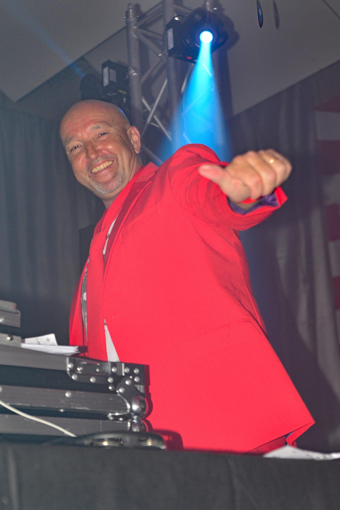 zu sehen ist DJ Tom beim Bouser Fastnachtsball im Petri Hof