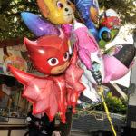 zu sehen sind viele bunte Luftballon an der Bouser Kirmes