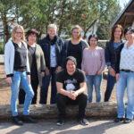 zu sehen ist das Team der Freiwilligen Ganztagsschule Bous, 7 Frauen und ein Mann