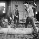 zu sehen ist ein altes Foto mit Arbeitern auf dem Bouser Werk