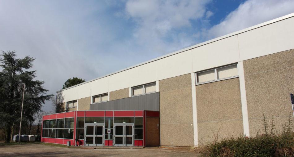 zu sehen ist der Eingangsbereich der Suedwesthalle mit Foyer