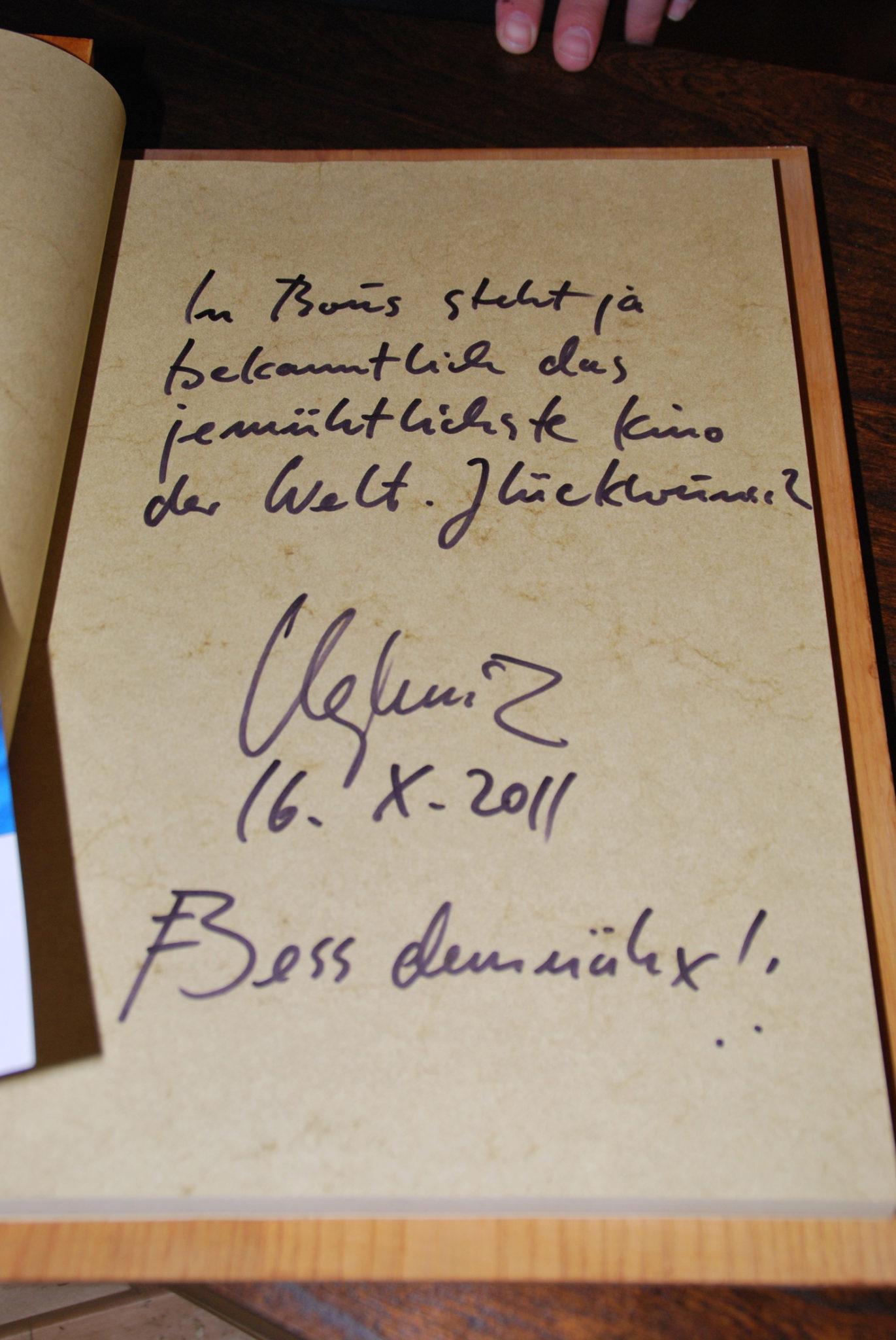 zu sehen ist die Widmung mit dem Text: In Bous steht ja bekanntlich das jemuetlichste Kino der Welt, Glueckwunsch Wolfgang Niedecken, Bess demnaechst
