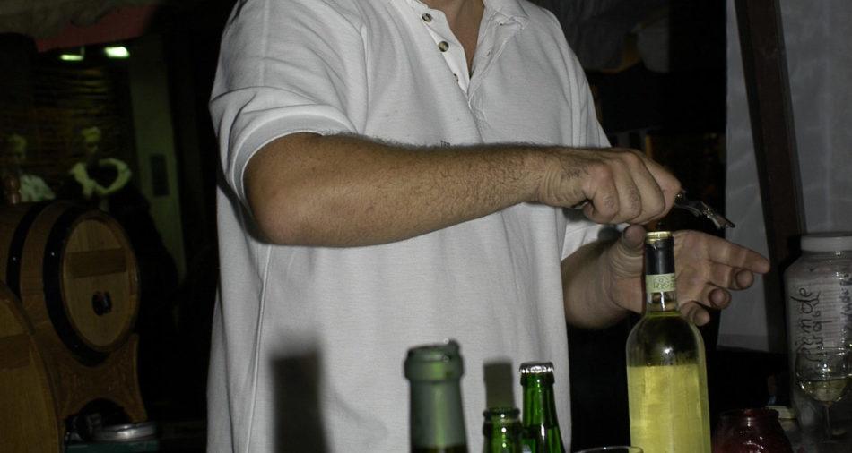 zu sehen ist Domenico Sciascia von Domenicos Weine mit seinem Stand am 25. Bouser Chausseefeschd 2003