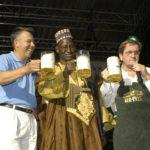 Eroeffnung des 25. Bouser Chausseefeschdes mit dem ehemaligen Karlsberg Chef Richard Weber, einem Vertreter aus Koulikoro der Partnerstadt von Bous sowie Buergermeister Erich Wentz
