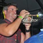 zu sehen ist einer der beiden Musiker von den jungen Trompeter