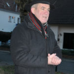 zu sehen ist Buergermeister Stefan Louis bei seiner Rede zur Einweihung des neuen Zauns am Spielplatz Goethestraße