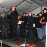 zu sehen ist die Eröffnung des Bouser Weihnachtsmarktes durch Buergermeister Stefan Louis und des MGV Concordia