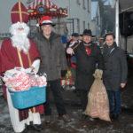 Der Nikolaus kommt und hat Knecht Ruprecht als Helfer mit dabei